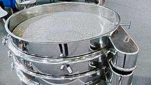 Vibrating sieve multiple levels for pharmaceutical powder fractions