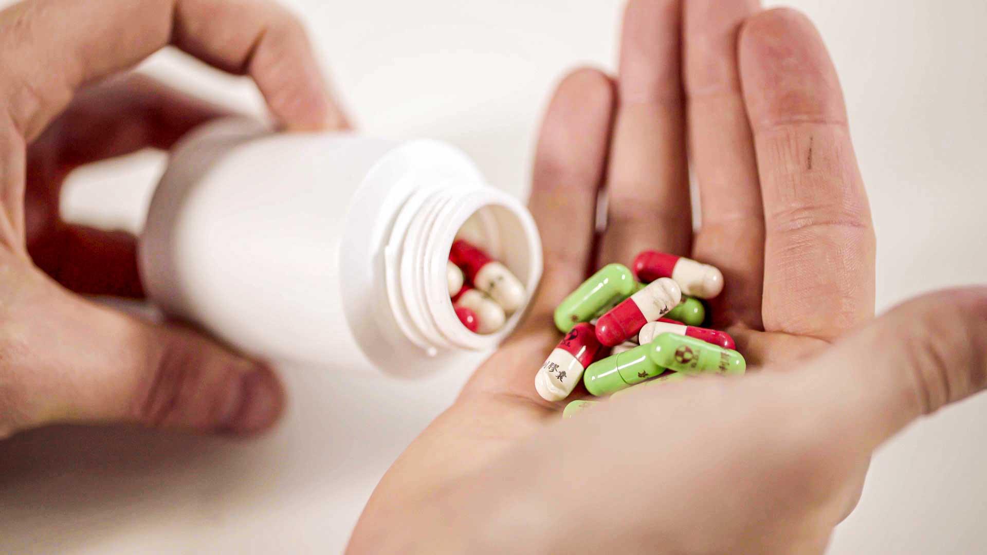 Closure of vials