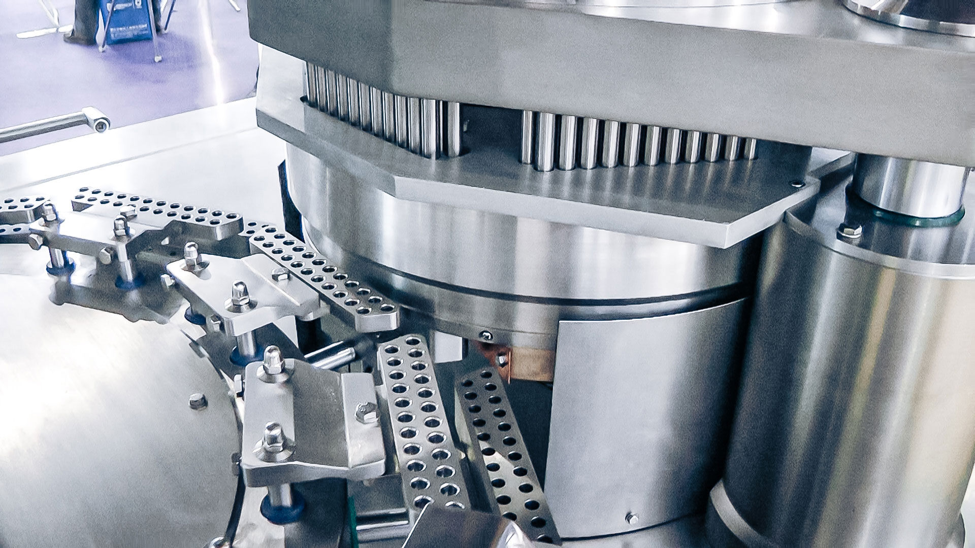 Automatic capsule equipment for hard gelatin capsules in pharmaceutical production Lithuania