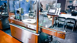 Automatic equipment for bottling and capping of plastic bottles
