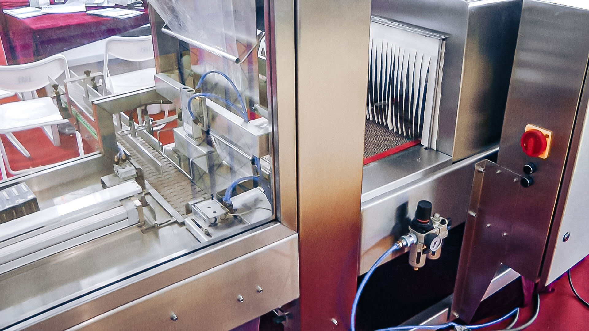 Automatic equipment for cellophane boxes packaging in pharmaceutical production