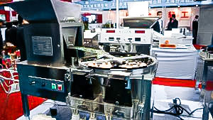 Automatic equipment for counting and packing of gelatin capsules into bottles Spain