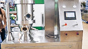 Automatic equipment for drying and granulation of powder in fluidized bed pharmaceutical production