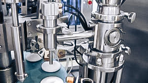 Automatic equipment for filling and sealing of ointments in aluminum tubes in pharmaceutical production