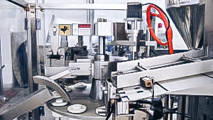 Automatic equipment for filling and sealing of ointments in plastic tubes in pharmaceutical production