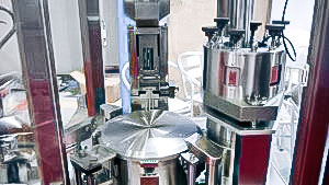 Automatic equipment for filling hard gelatine capsules with powder Europe