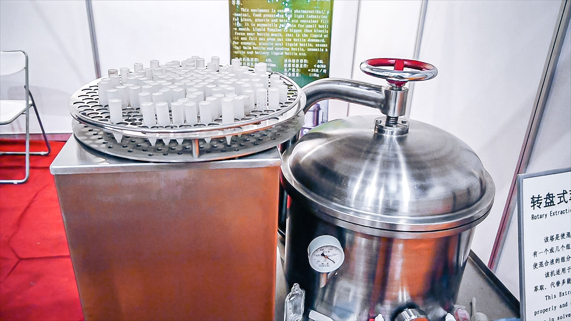 Automatic equipment for obtaining granules from wet powders
