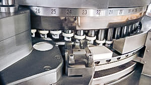 Automatic equipment for powder pressing into tablets in pharmaceutical production