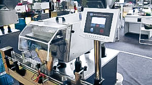 Automatic equipment for tablet counting and filling of bottles in pharmaceutical production