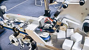 Automatic labeling equipment for labelling in pharmaceutical production