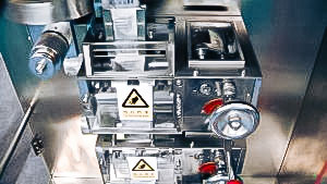 Automatic blister machine equipment in pharmaceutical production