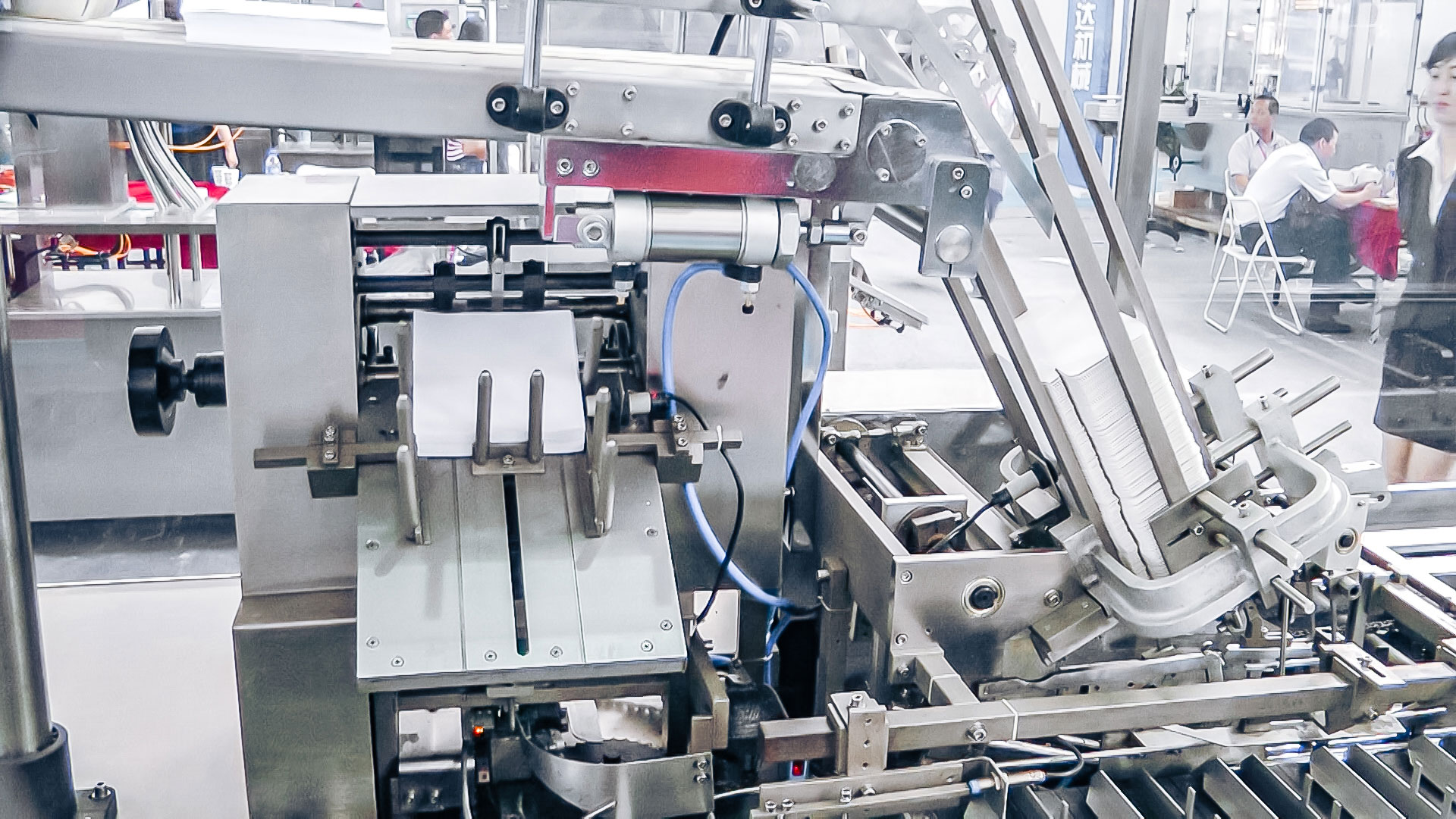 Automatic blister packaging equipment in cardboard boxes in pharmaceutical production Belgium