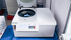 Automatic equipment for mixing liquid samples in a centrifuge in pharmaceutical production Spain