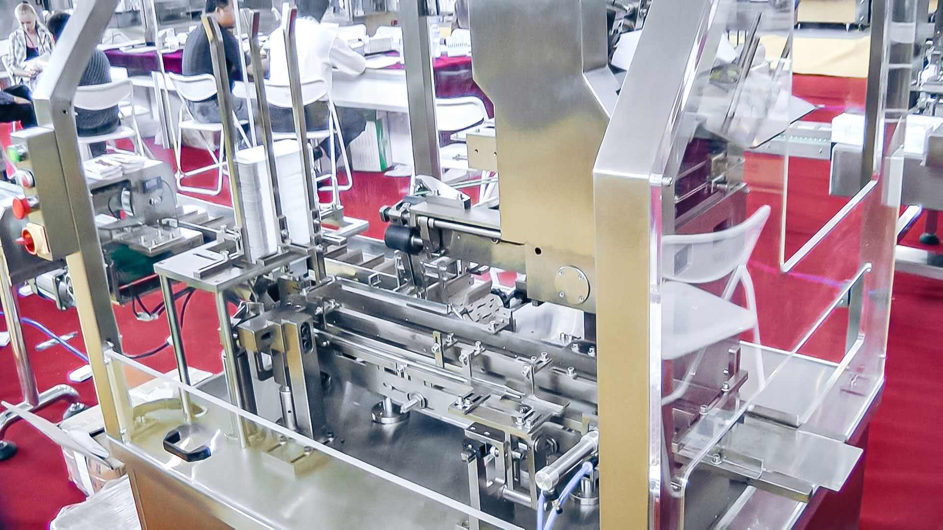 Automatic equipment for packaging in blister cartons with tablets in pharmaceutical production