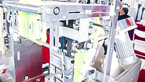 Automatic equipment for packing powders and granules into plastic bags in pharmaceutical production Brazil