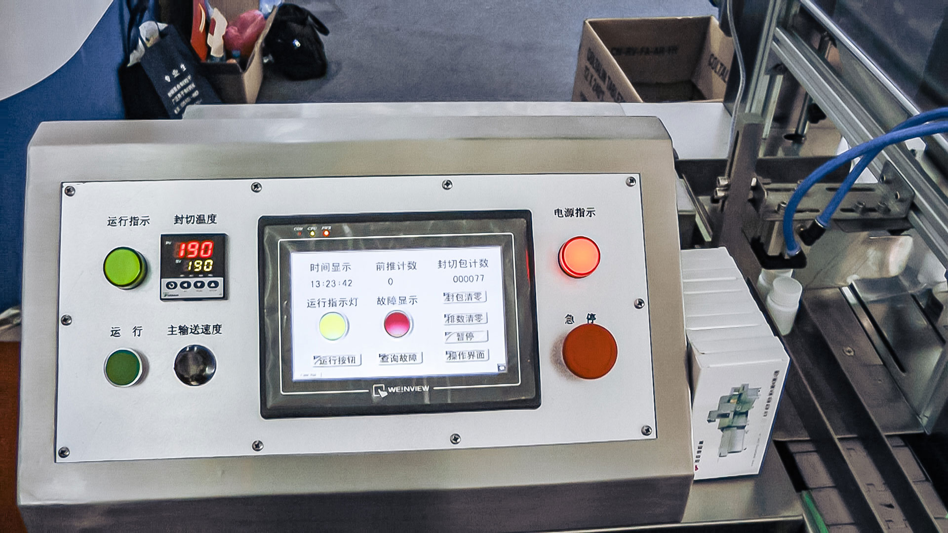 Automatic equipment group packing bottles in cellophane in pharmaceutical production