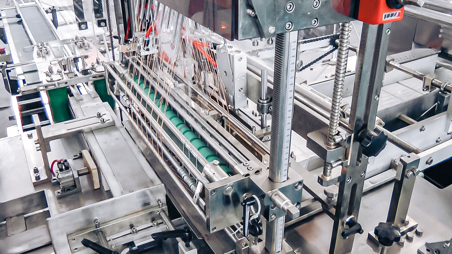 Automatic equipment packaging in cellophane film in pharmaceutical production