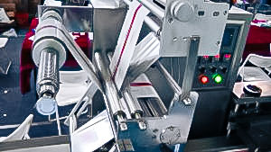 Automatic flopack packaging equipment in pharmaceutical production