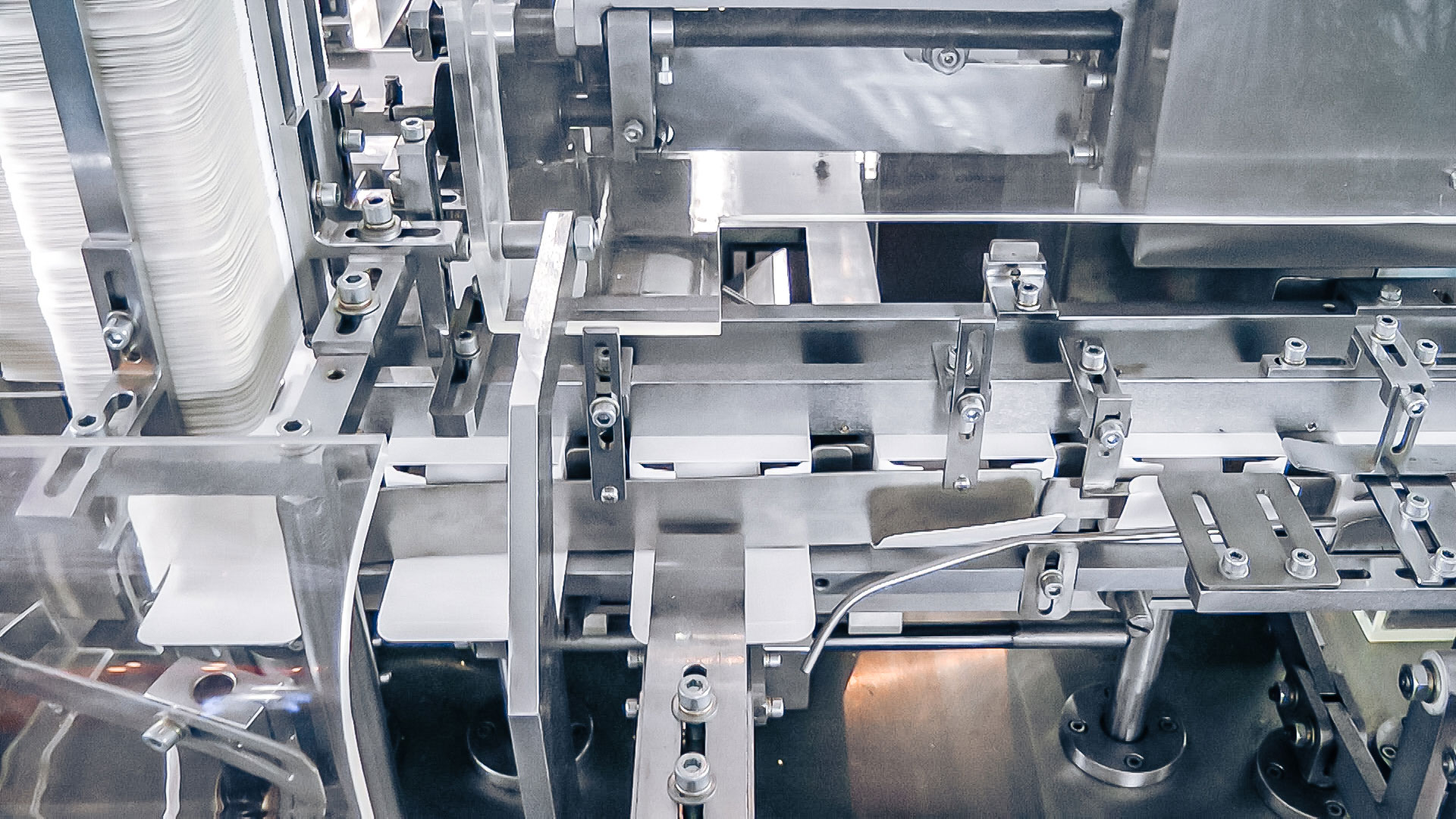 Automatic packaging equipment sashet in boxes in pharmaceutical production