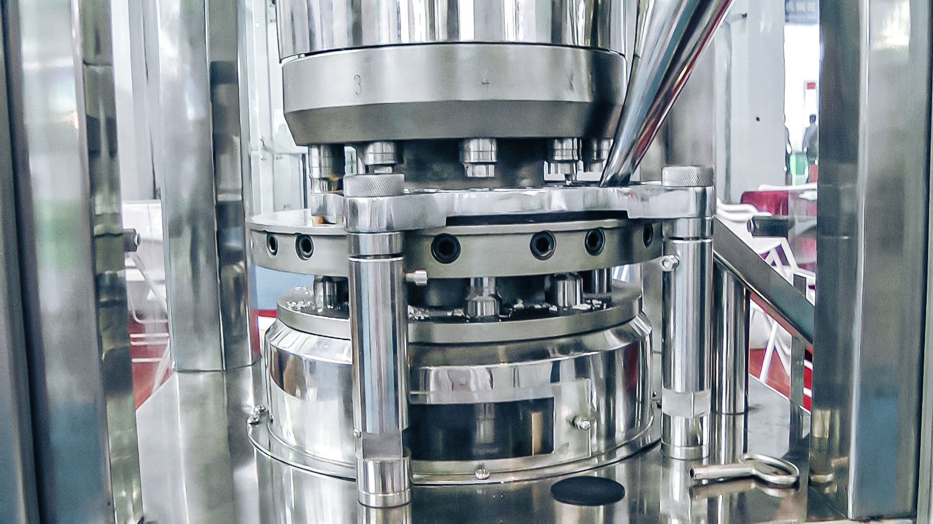 Automatic powder pressing equipment for tablet production in pharmaceutical production