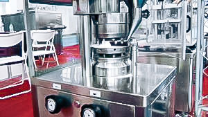 Automatic powder pressing equipment for tablets production in pharmaceutical production