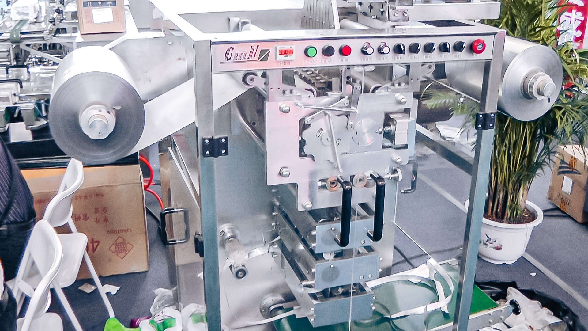 Automatic tablet packaging equipment in aluminum foil in pharmaceutical production