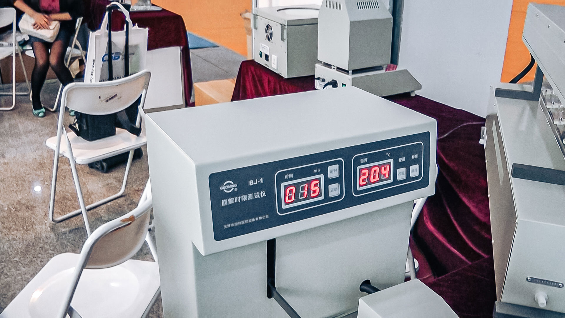 Automatic tablet quality testing equipment for laboratory decomposition in pharmaceutical production